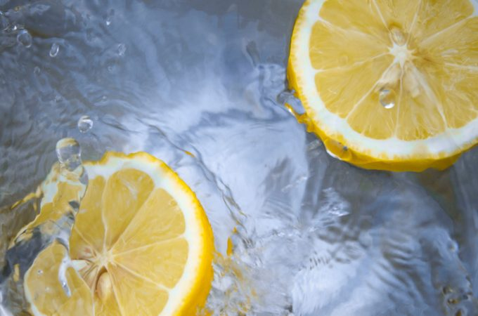 The Health Benefits of Drinking Lemon Water