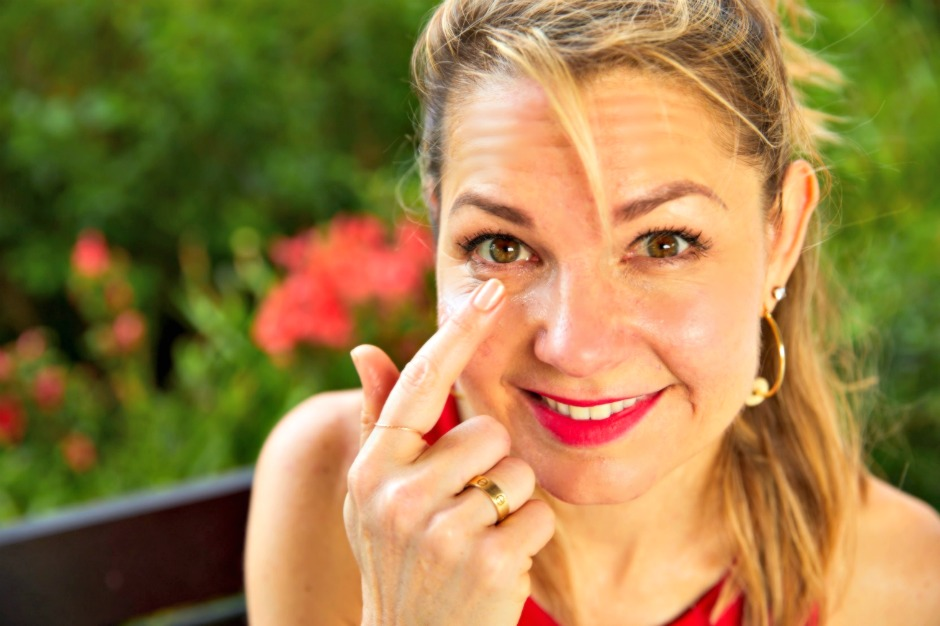 Bags Under the Eyes – Why We Get Them and How to Stop It!